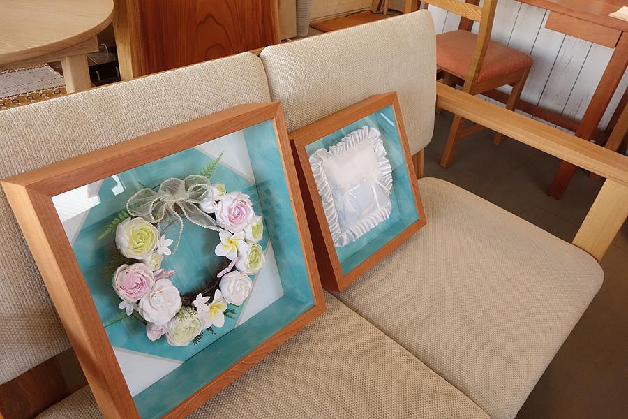 結婚式での想い出のアイテム、リングピローを飾る箱型額縁(立体額)