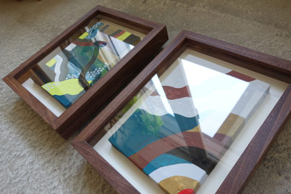 SMサイズのキャンバス作品を飾る無垢の木の箱型額縁
