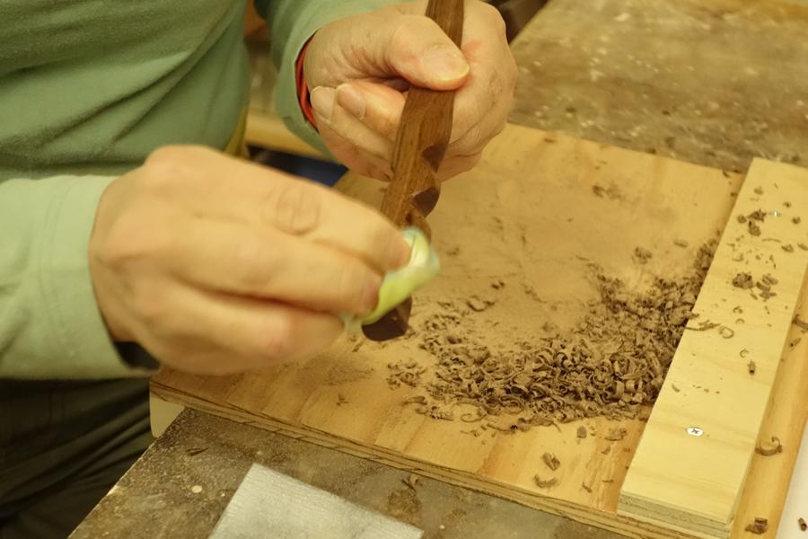 家具+額縁の工房majakka(マヤッカ)で開催された、ペーパーナイフ作りワークショップの様子