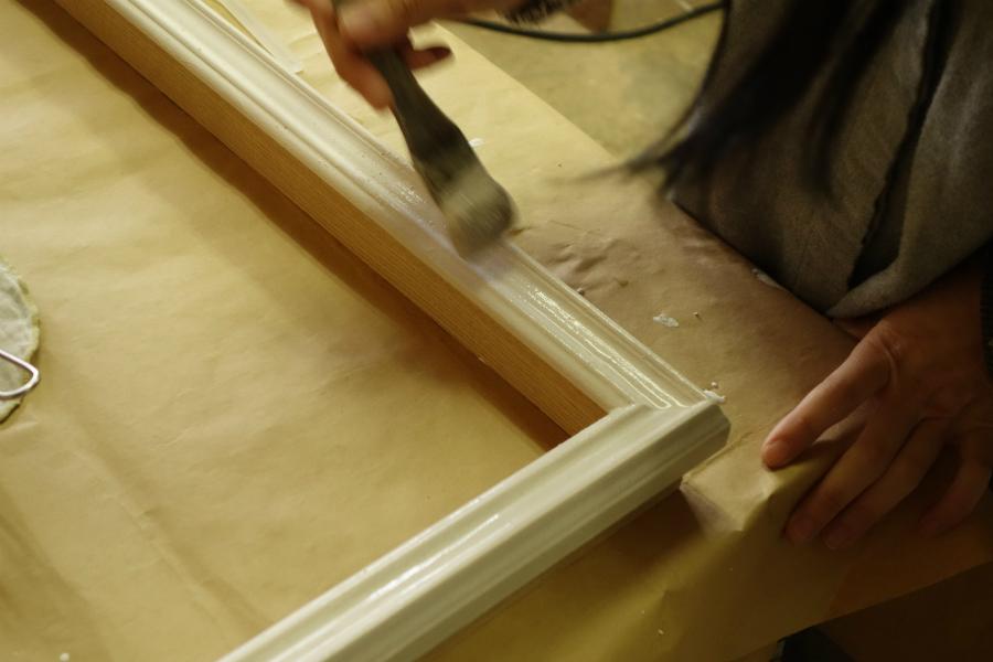 手塗りの手彩色額縁を製作しています