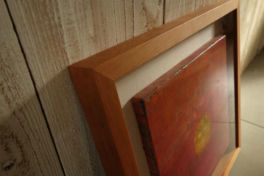 キャンバス作品を飾る無垢の木ブラックチェリーの箱型額縁(立体額)